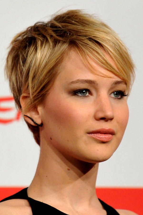 The Convertible Short Hairstyle By Jennifer Lawrence Convertible Hairstyle Hairstyles Jenni Jennifer Lawrence Kurze Haare Kurzhaarschnitt Kurzhaarfrisuren