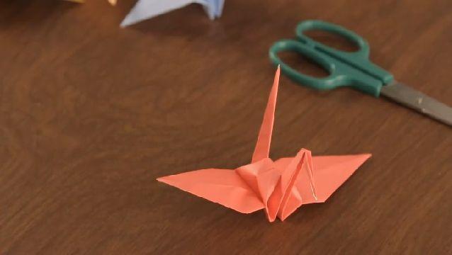 Como Hacer una Grulla en Origami   eHow en Español