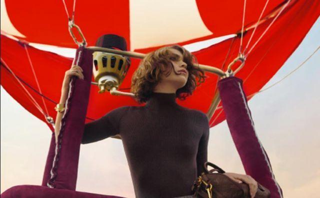 루이 비통 패스 (Louis Vuitton Pass) 어플리케이션을 사용하여 루이 비통의 광고 캠페인과 특별한 컨텐츠를 열람하였습니다.