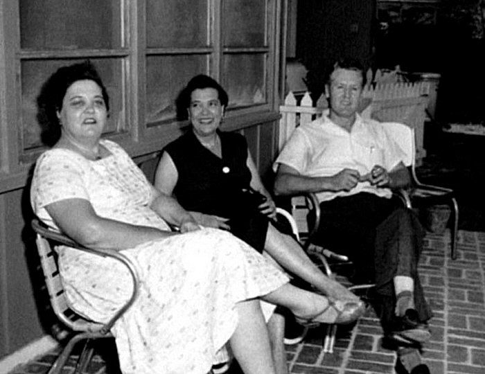 Elvis mum and dad Gladys and Vernon