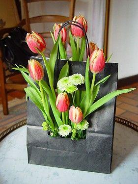 fleurs en sac art floral printemps paques pinterest sac fleur et compositions florales. Black Bedroom Furniture Sets. Home Design Ideas