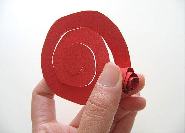 fabriquer facilement une rose en papier deco pinterest papier rose en papier et boite en. Black Bedroom Furniture Sets. Home Design Ideas