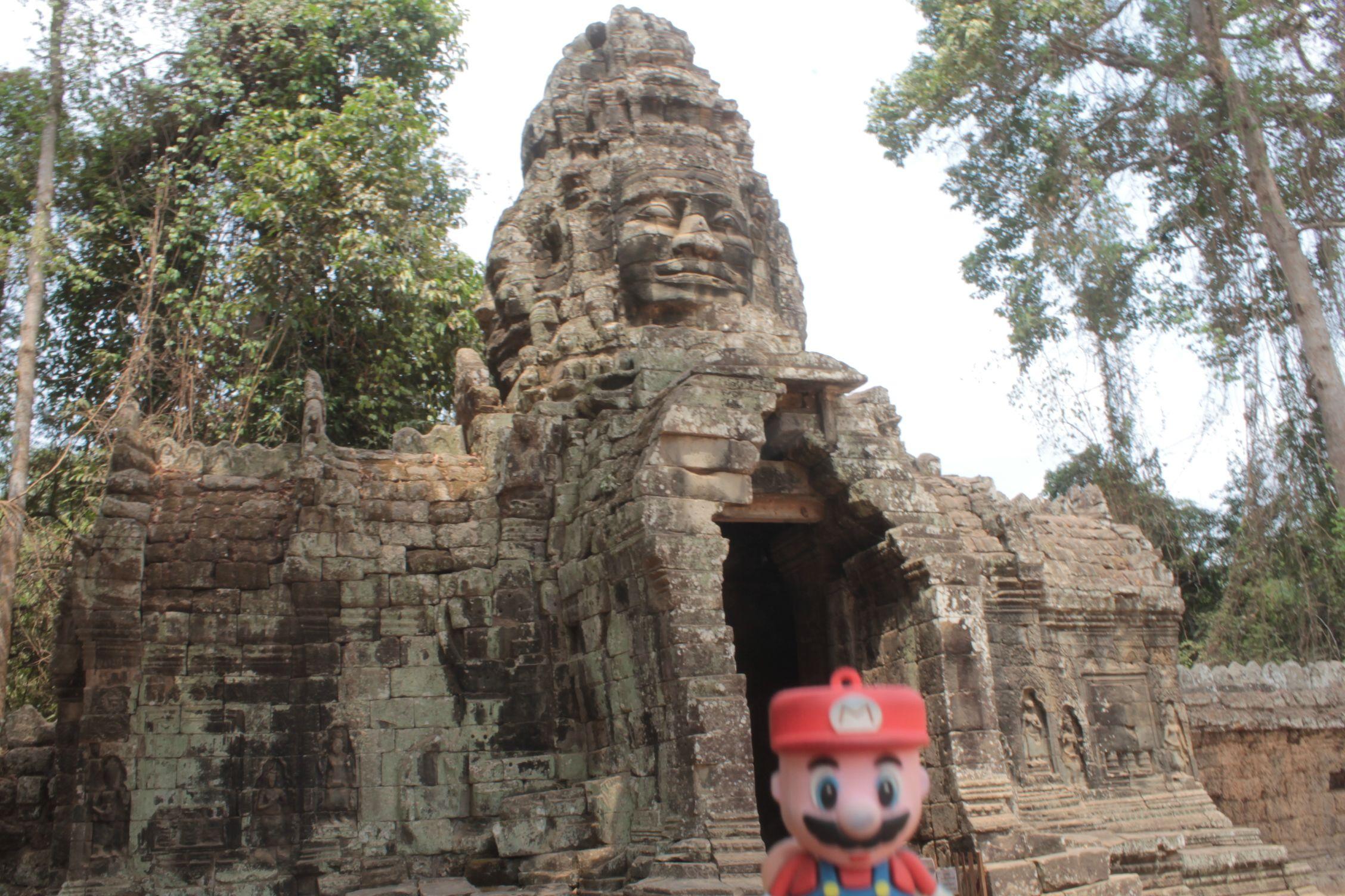 En la puerta de uno de los templos de Angkor