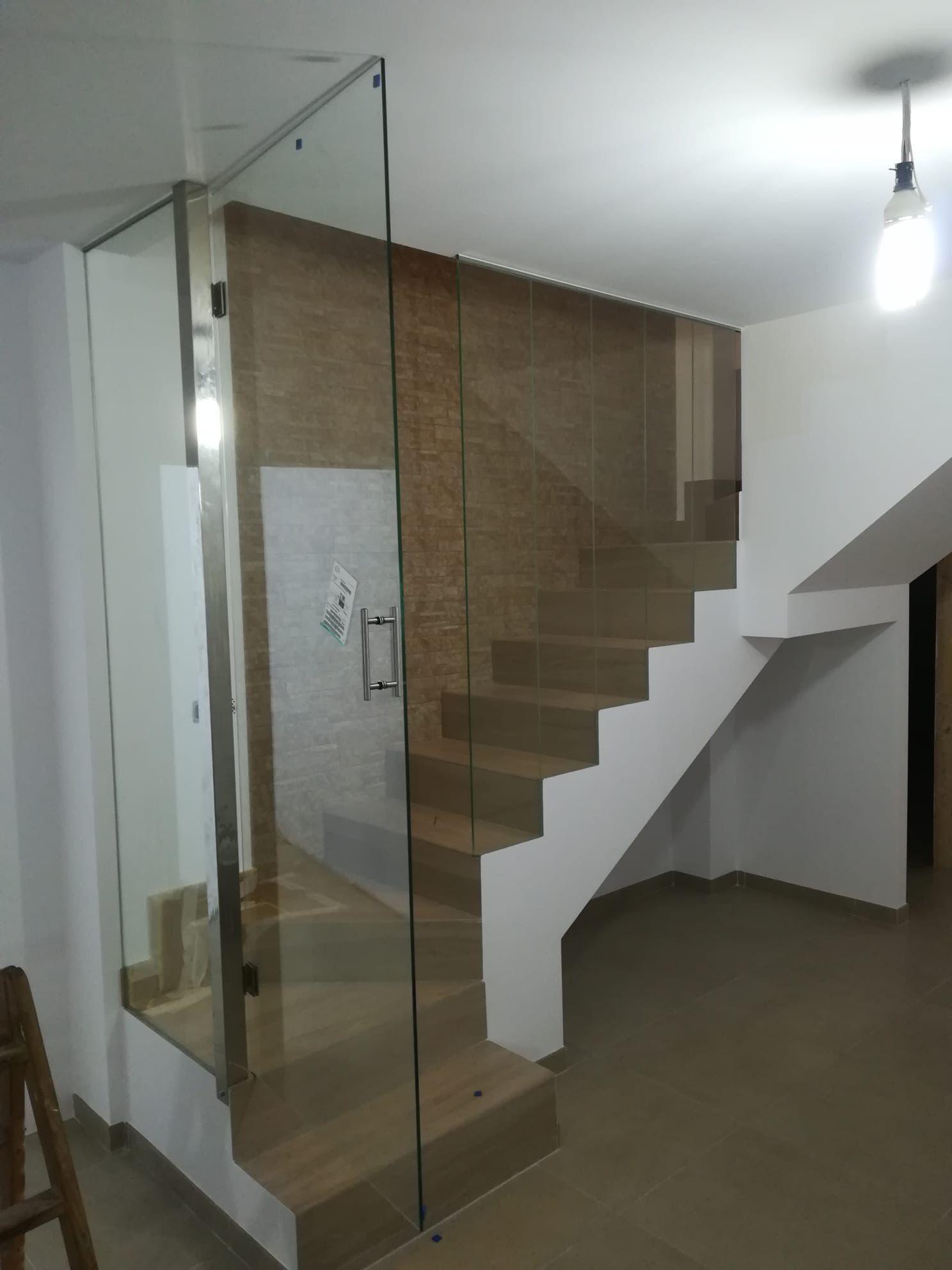 Instalacion Acristalamiento Hueco Escalera Y Puerta Cristal Abatible Escalera Instalacion Cristales
