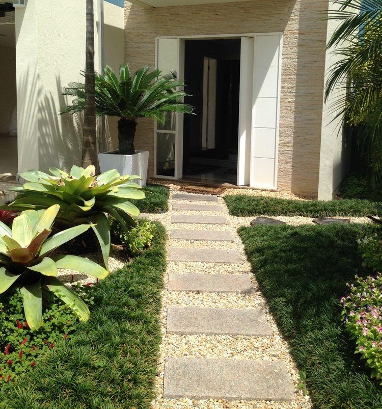 Naturstein garten kies gehweg betonplatten hauseingang for Kies mediterran