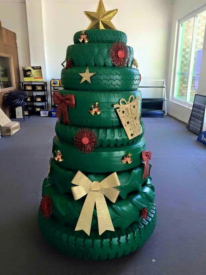 A Mechanics Christmas Tree Creative Christmas Trees Recycled Christmas Tree Christmas Yard Decorations