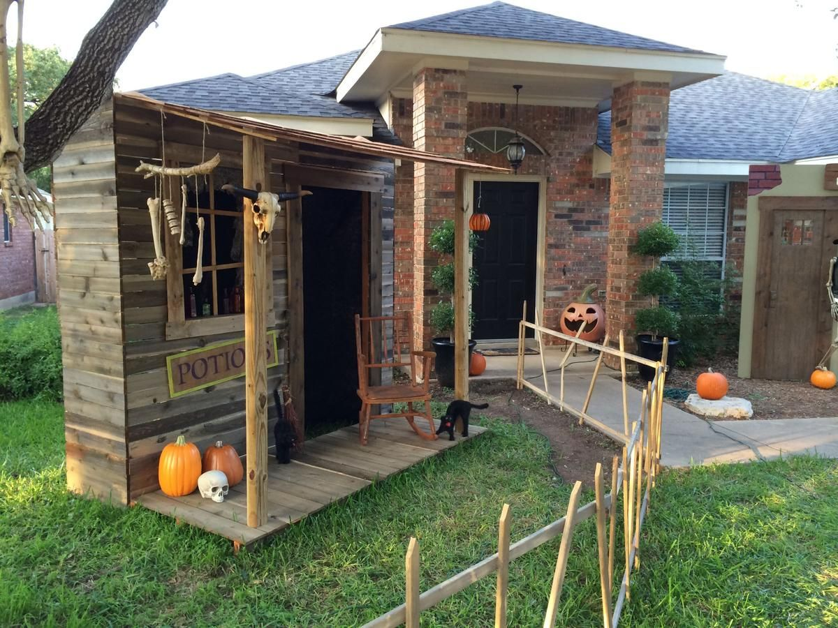 Prop Showcase Town Of Restless Witch Shack Going Up Halloween Forum Scary Halloween Decorations Outdoor Halloween Yard Props Halloween Haunted Houses Haunted house ideas for backyard