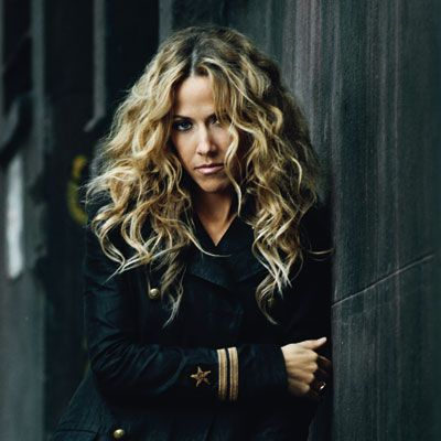 Sheryl Crow Opposes Mistreatment Of Wild Mustangs Cinematic Sheryl Crow Hair Sheryl Crow Curly Hair Styles