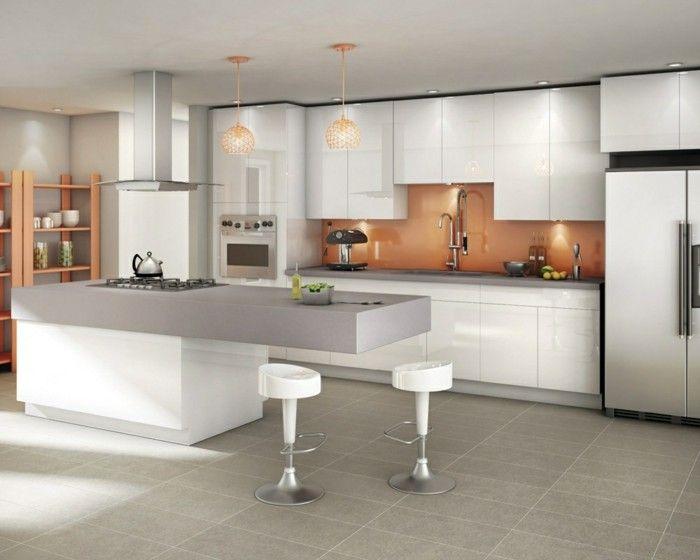 Moderne Kücheninsel kuechengestaltung moderne kuecheninsel graue bodenfliesen stauraum