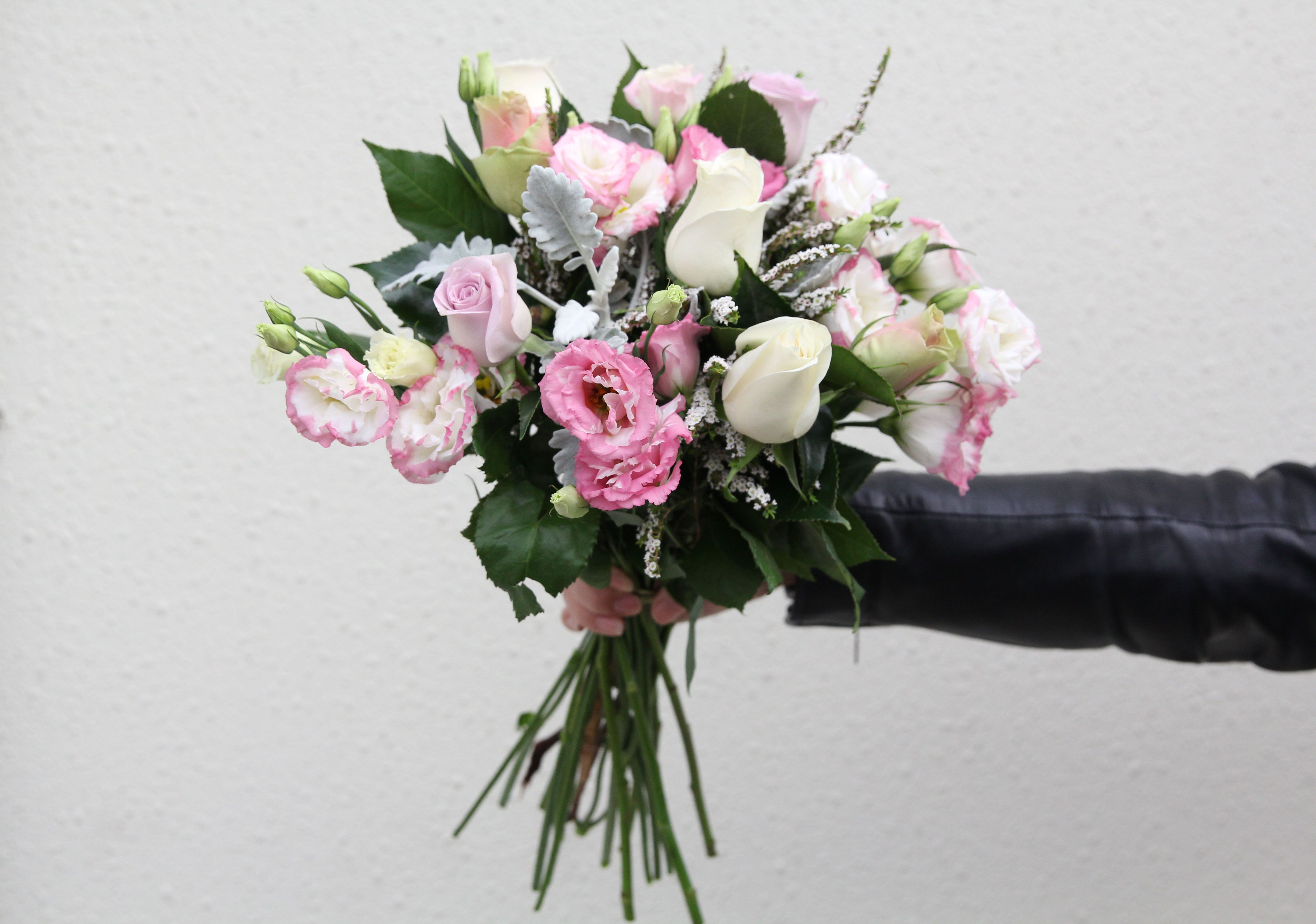 DIY Wedding Flowers The Definitive Guide  Wedding DIY  Pinterest