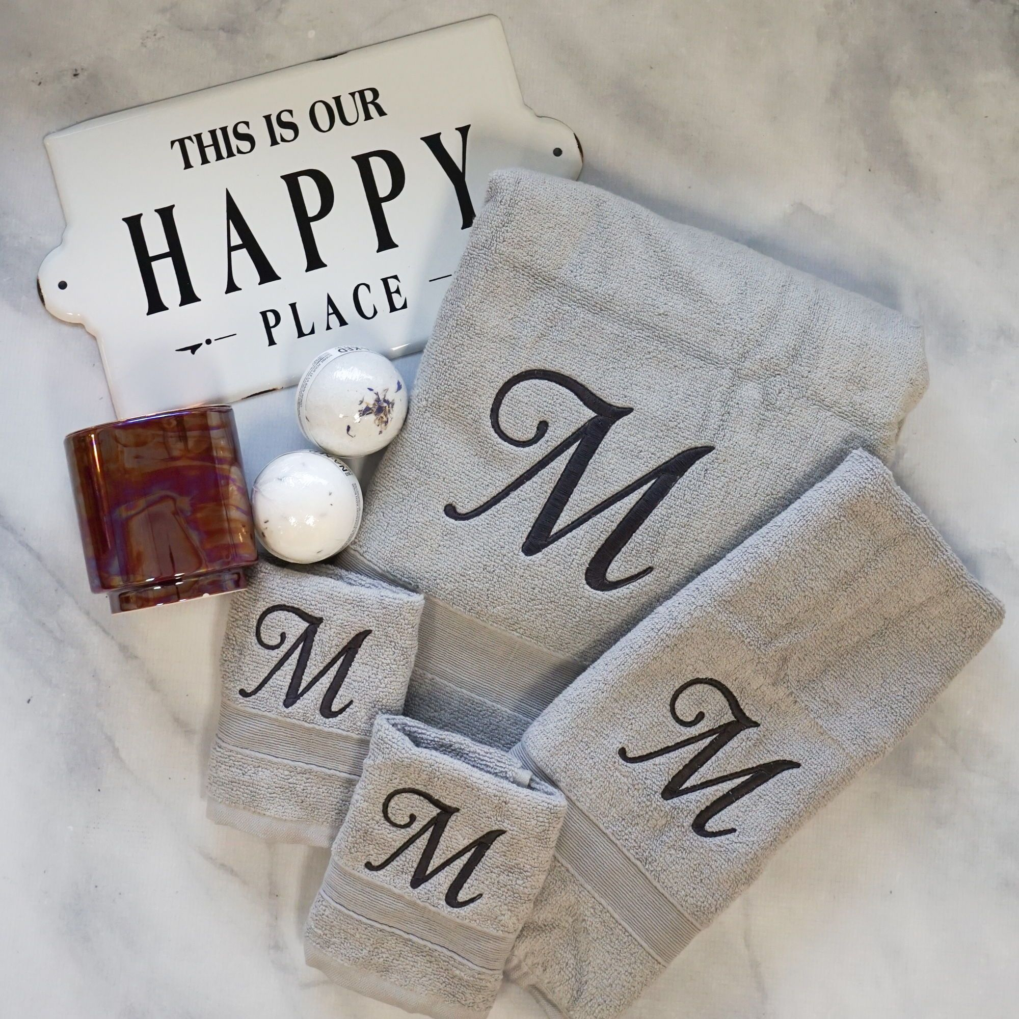 Monogrammed Bath Towels In 2020 Embroidered Bath Towels New Home Gifts Monogram Towels