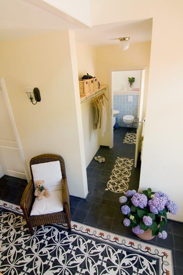 Garderobe Flur mit Fliesen im Landhausstil - Wohnideen Interior - wohnideen wohnzimmer landhausstil