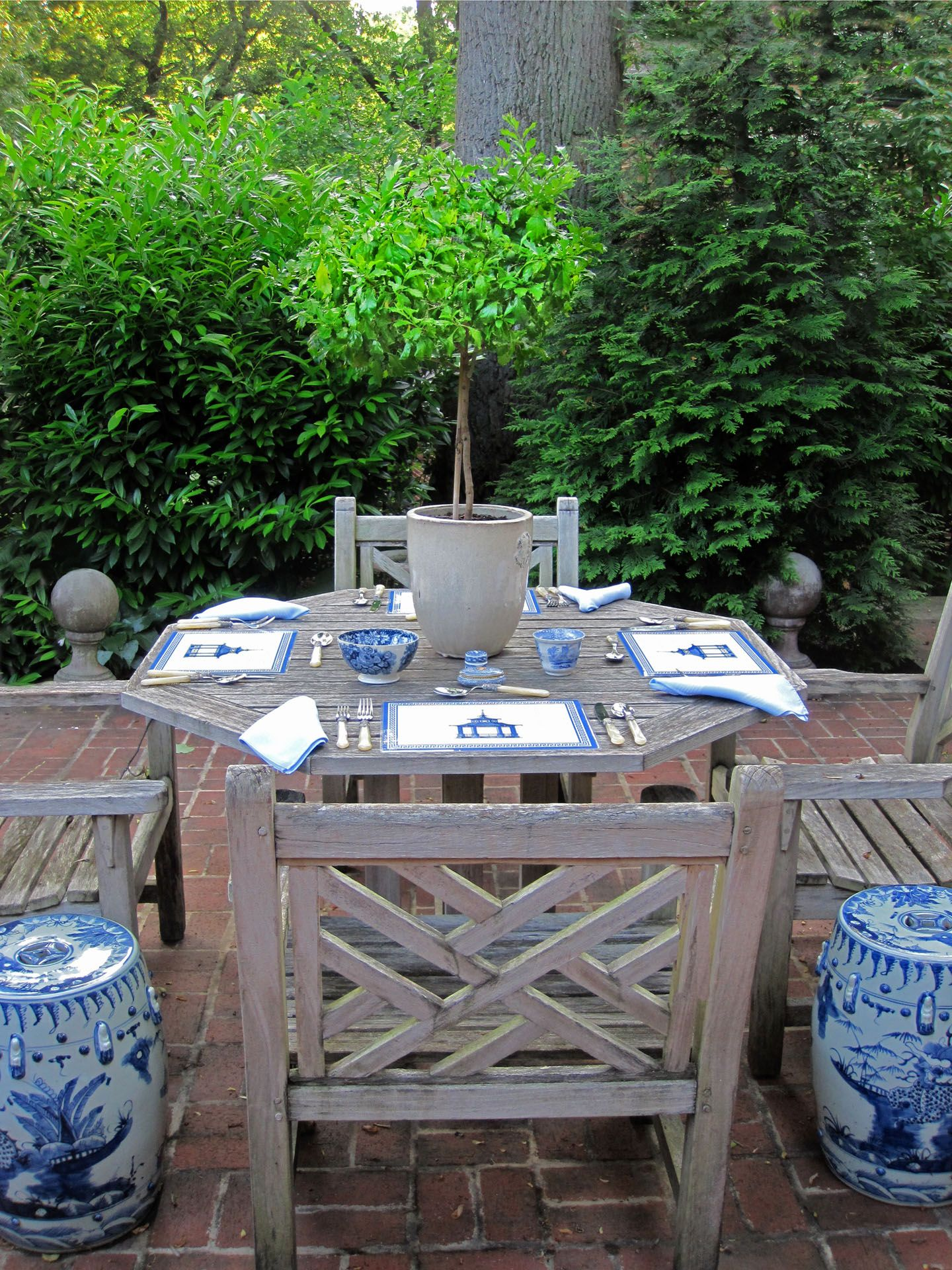 Blue & white garden stools with teak outdoor furniture in pretty ...