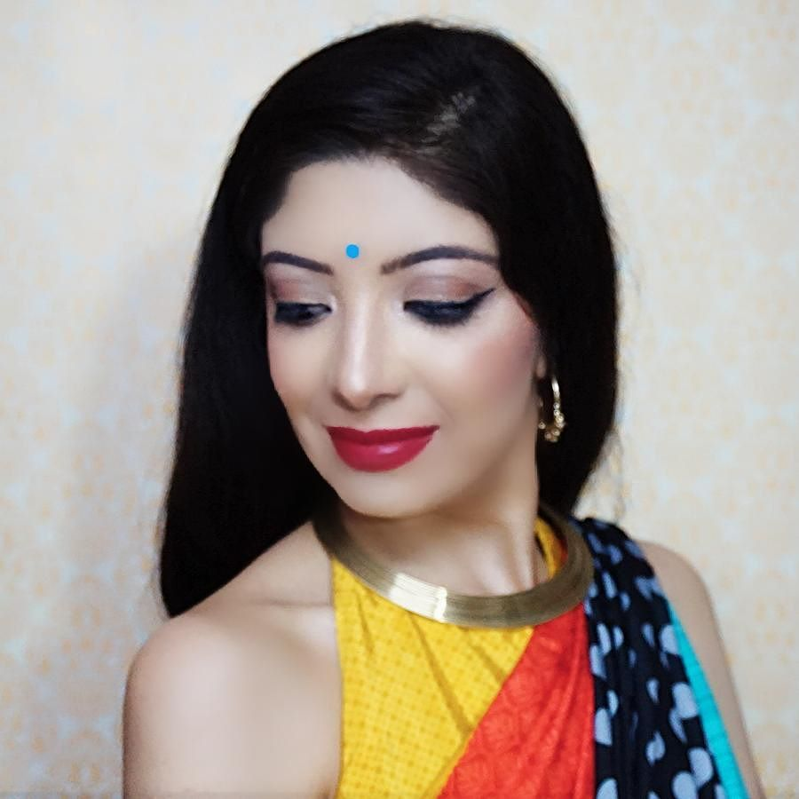 I wore this saree 3 different ways in my recent video. Saree & halter blouse by @sareez. Tap the pic for makeup details. Head on to my YouTube channel to watch it. ( Direct link in bio) . . #indianyoutuber #saree #fashion #lookbook #style #makeup #indianmakeup #youtuber #indianblogger #indianfashionblogger #fashionblogger #fblogger #bblogger #beautyblogger #model #choker #partywear #indianoutfit #halter #blouse #like4like #l4l #tgif #selfie #me #mumbai #india #bhawnaahuja