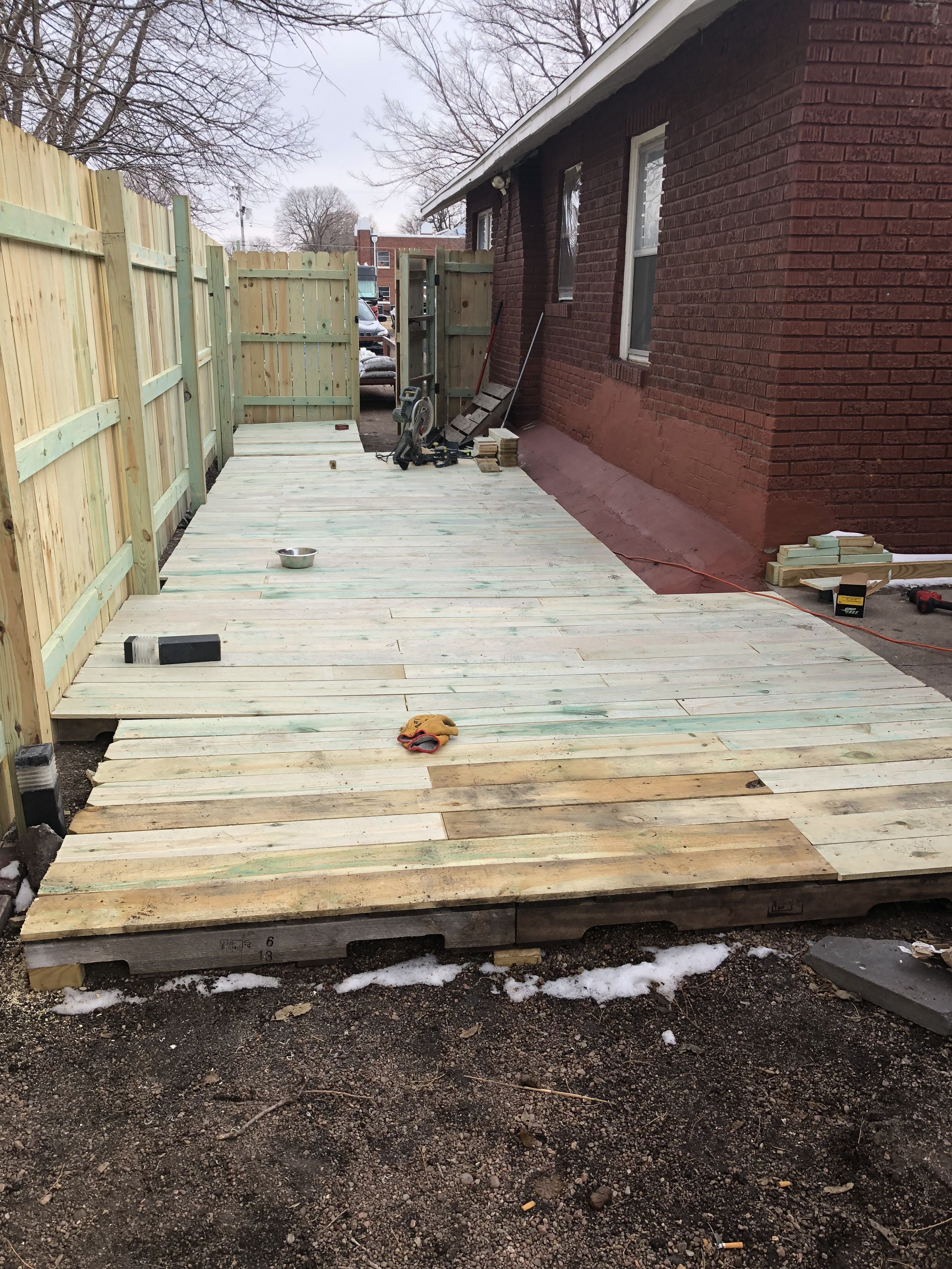 Deck Made Of Pallet Base And Fence Pickets Same Size As Decking Board At Fraction The Expense Outdoor Decor Fence Pickets Patio