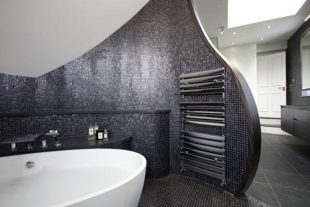 Badezimmer Gestaltung Beispiel Graue Mosaik Fliesen Freistehende Badewanne