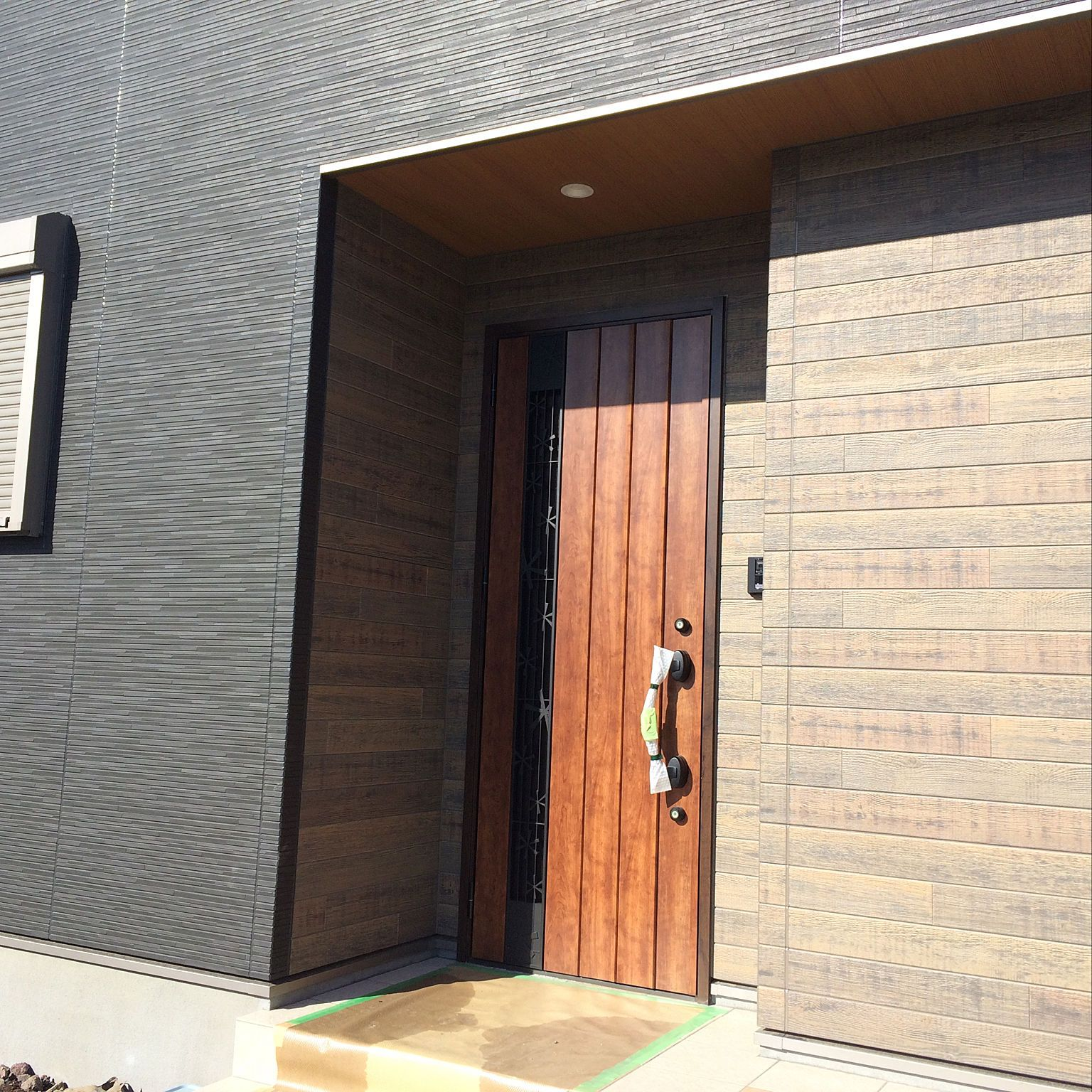 玄関 入り口 ウッド ケイミュー 外壁は黒 外壁 などのインテリア実例 2018 03 07 07 12 56 Roomclip ルームクリップ 玄関 家 外観 家 外観 色
