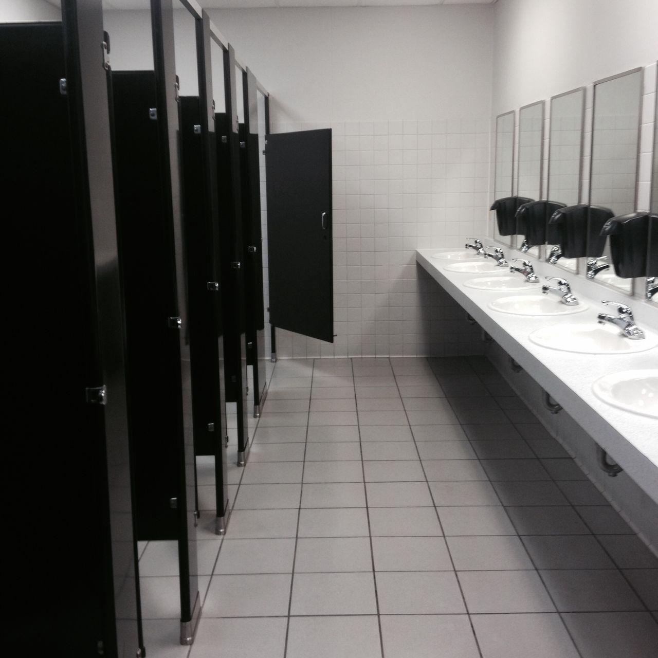 Black N White Bathroom: Pin By ๑ Zoe ๑ On Inside ☆ミ