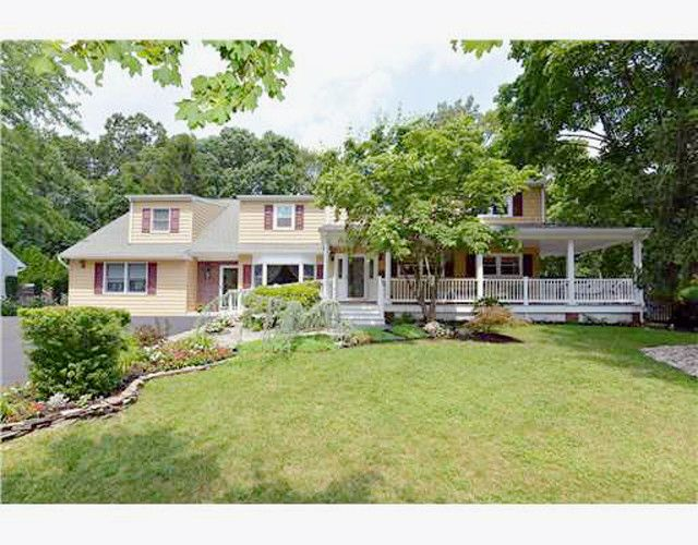 Custom East Brunswick Nj 6br 4 5b Home With Mother Daughter Addition W Private Entrance Major Systems Replaced In Sale House Fenced In Yard Renting A House