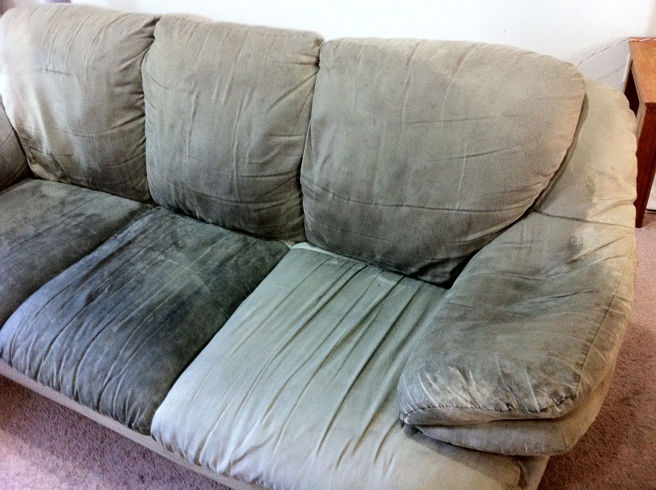 Glorious Couch Cleaning In 2020 Clean Couch Cleaning Microfiber Couch Couch Upholstery