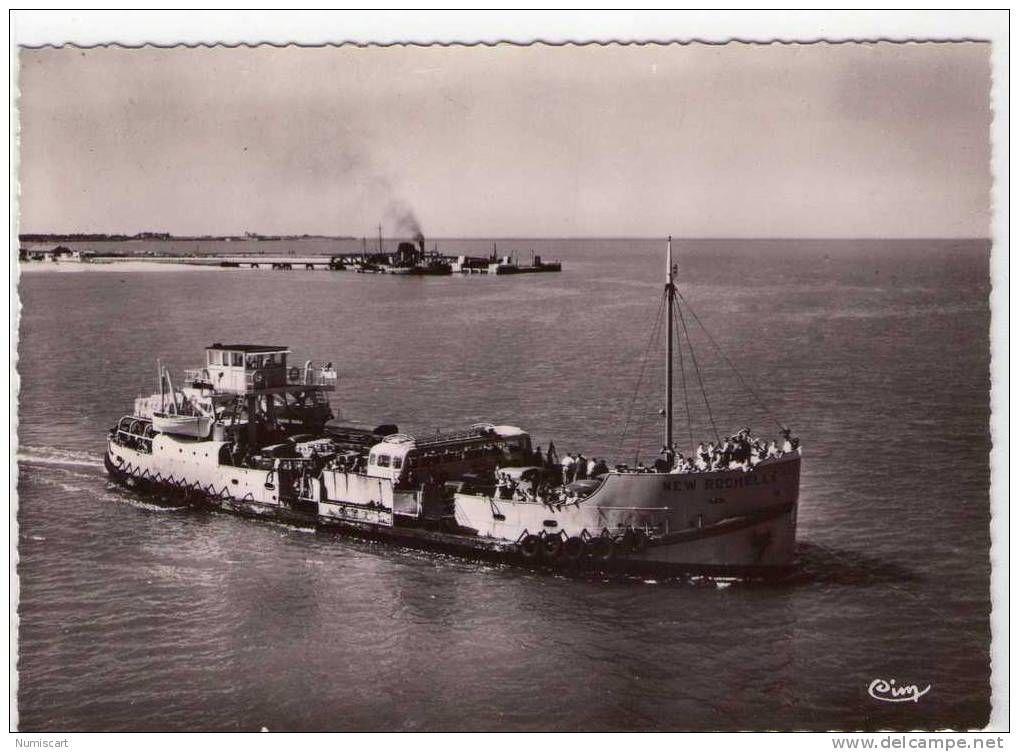 """Ile de Ré - Ile de Ré..animée..belle vue aérienne de l'Embarcadère..avec le Bac """"New Rochelle""""..Bus sur le Bac"""