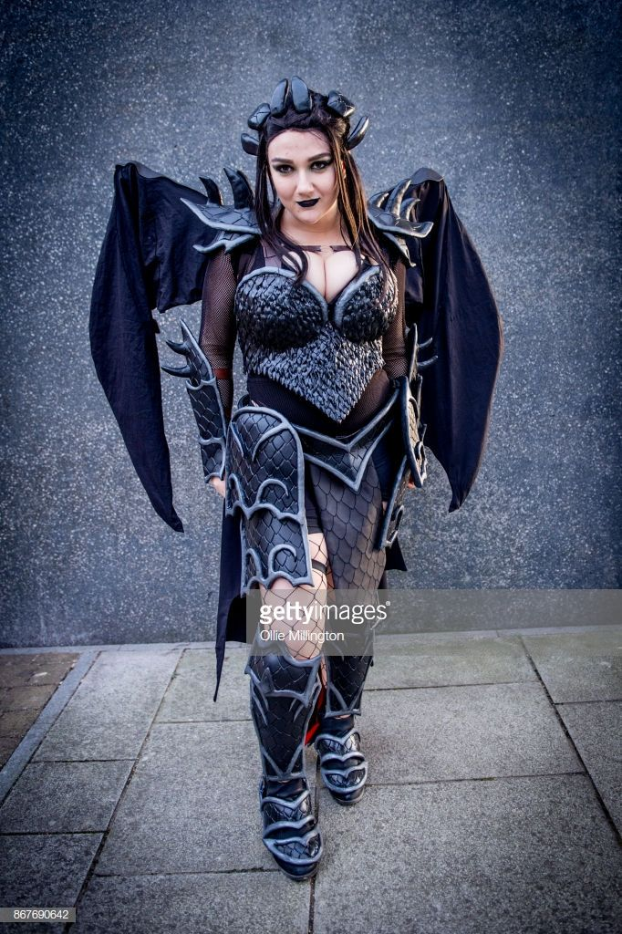 News Photo   A cosplayer in character as Toothless from How to Train Your  Dragon 886ee729a095
