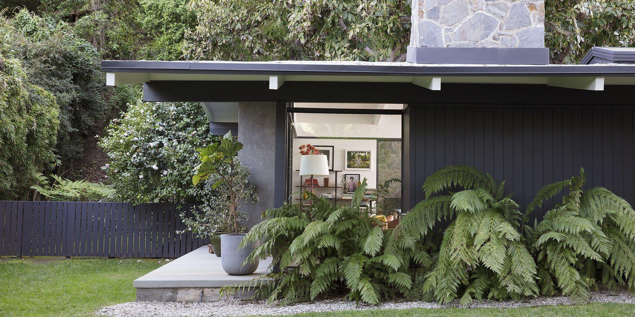 Laura Dern's house in #ArchitecturalDigest... TO. DIE. FOR. <3