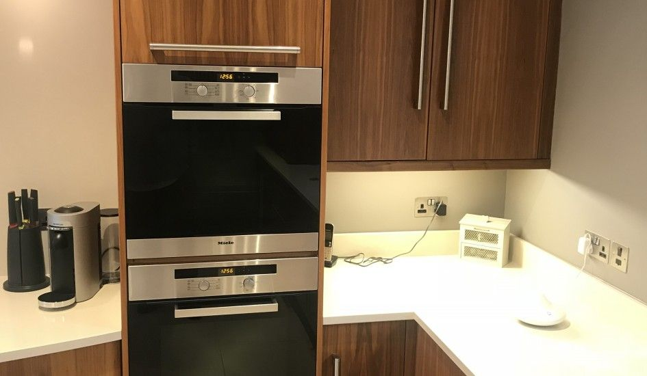 Used Luxury Solid Walnut Kitchen With Gaggenau Appliances Ex Display Kitchens For Sale Walnut Kitchen Kitchen Sale Kitchen