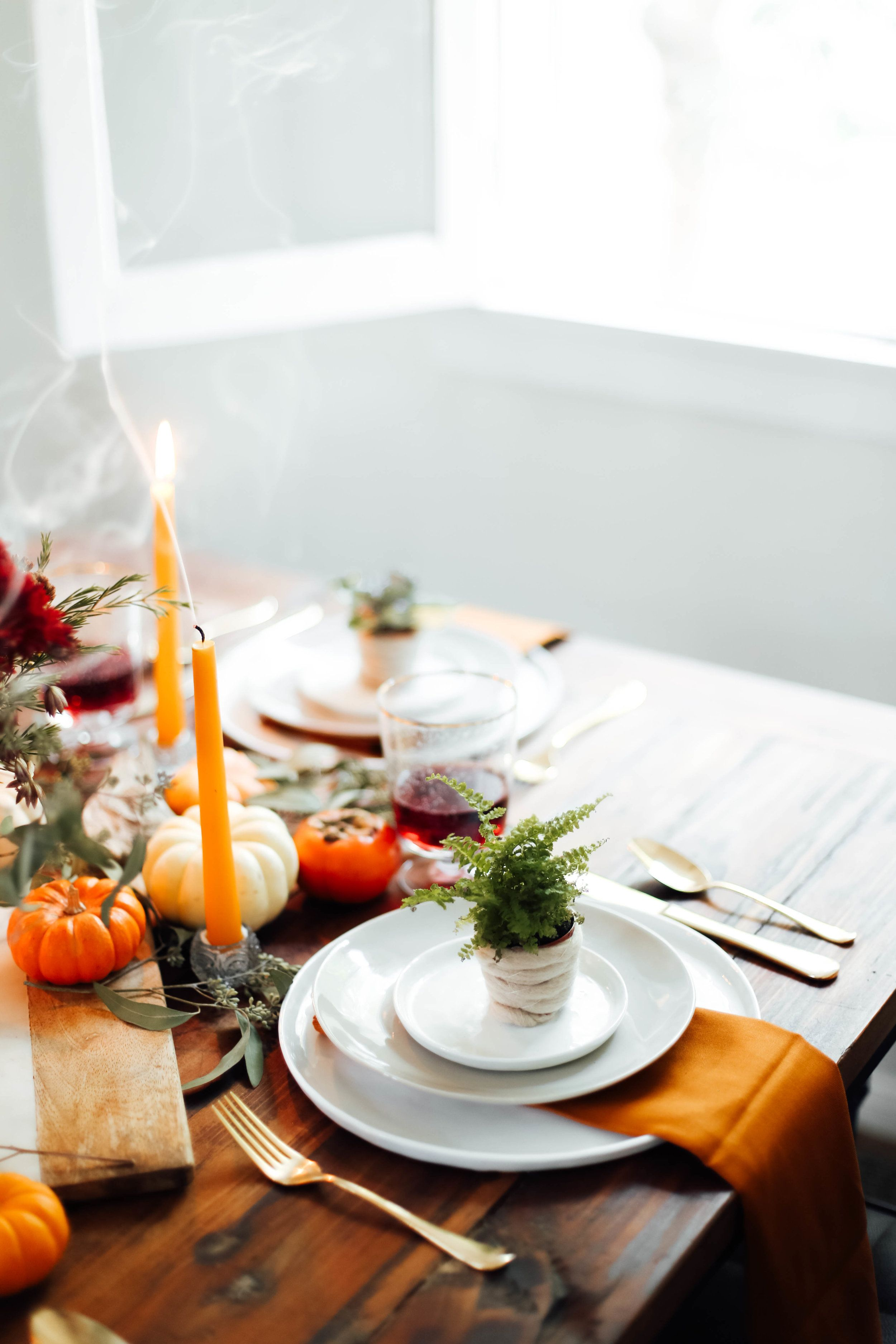 A Modern, yet Rustic Thanksgiving Tablescape | Easy decorations ...