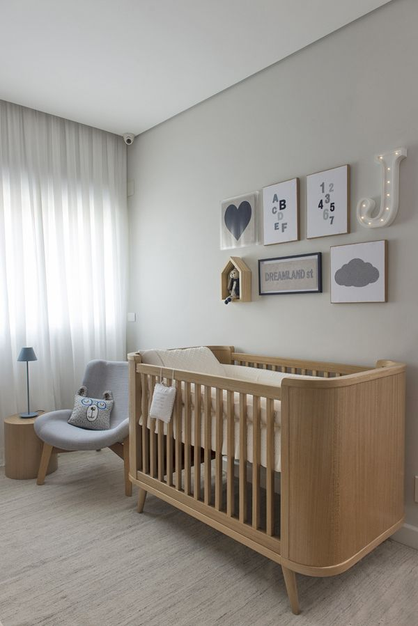 Quarto De Bebê Decoração Moderninha Branco Azul Cinza E Madeira Clara Berço Quadrinhos Projeto Triplex Arquitetura