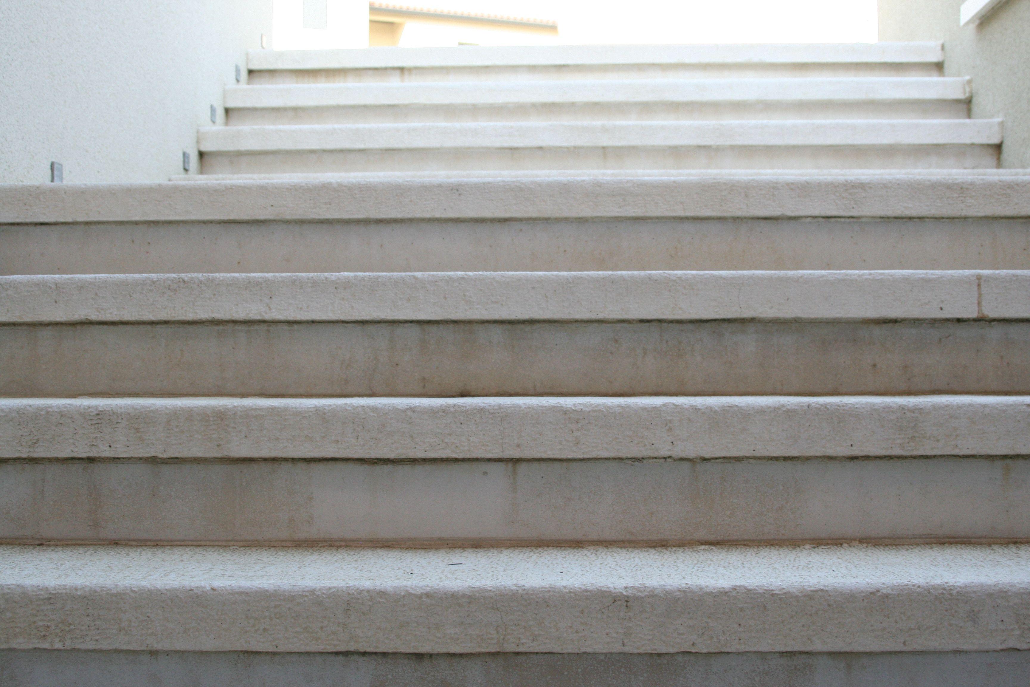 Marche Escalier Plate Aspect Grenaille Antiderapant En Beton