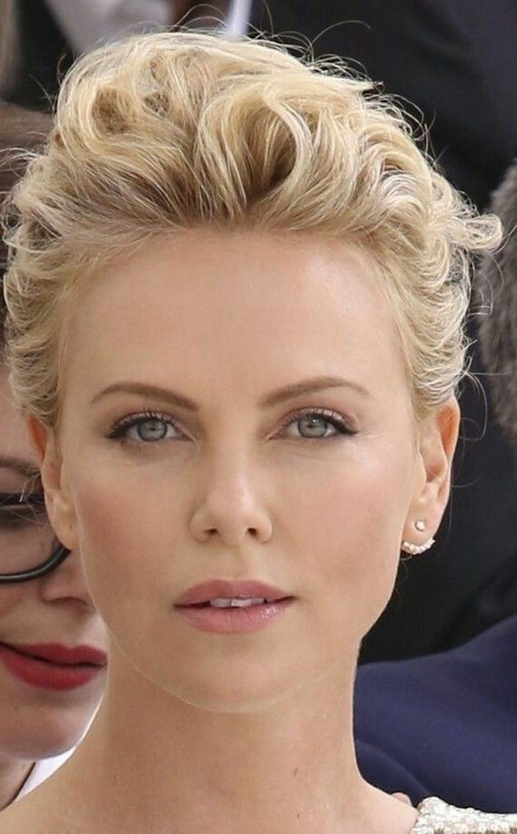 8+ Best Charlize Theron Short Hairstyle Ideas That Looks So Cute