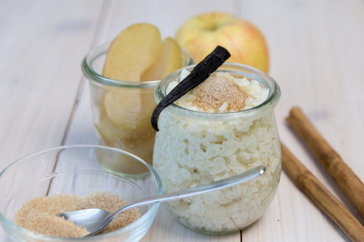 Milchreis Mit Apfelschnitze Apfelschnitze Milchreis Lebensmittel Essen