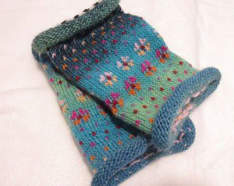 Photo of Gestrickte Pulswärmer – bunte Armstulpen in nordischen Fair Isle Mustern