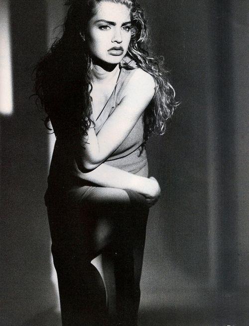 Michaela Bercu by Marco Glaviano, Vogue Italia April 1990, scan by kelles