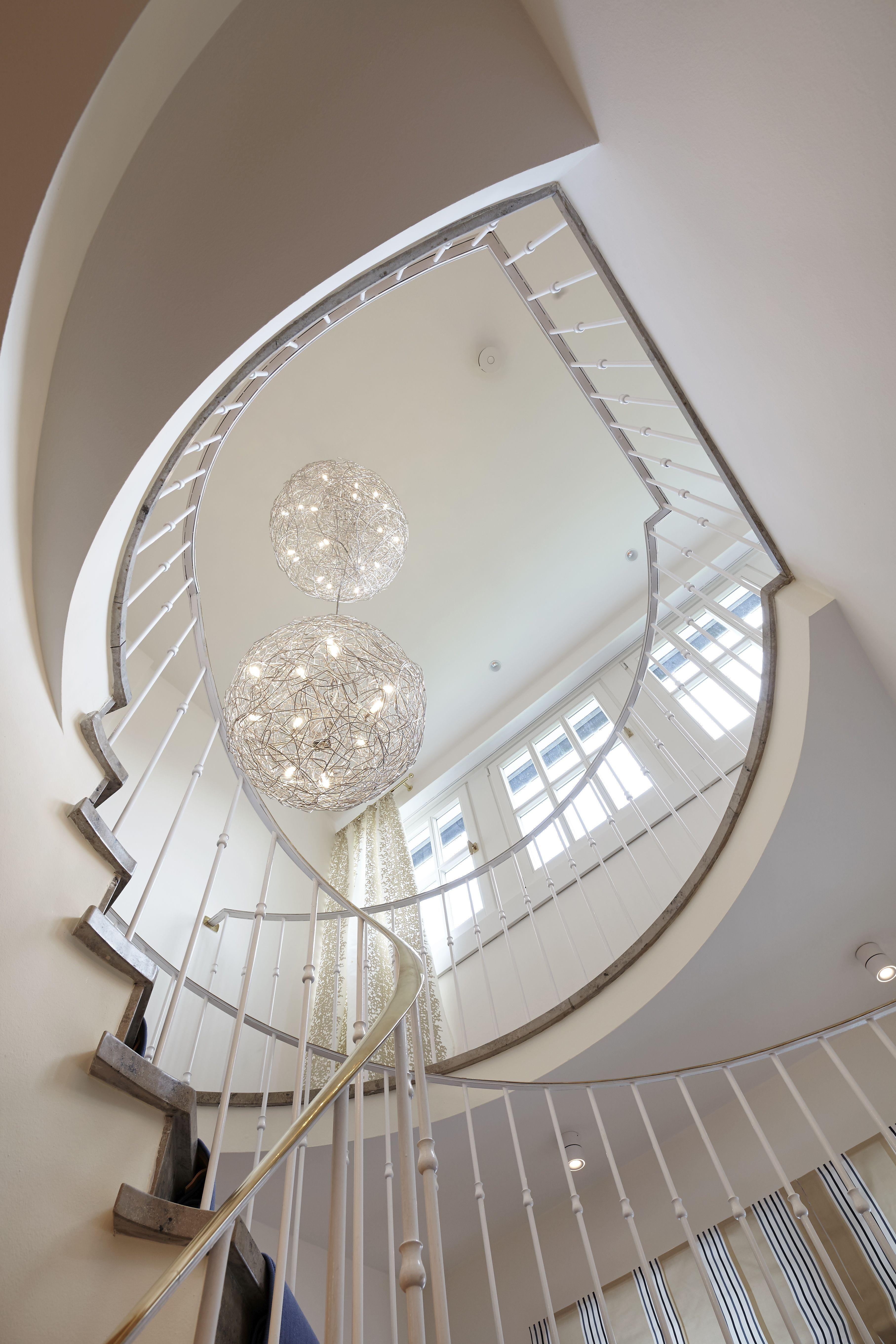 Treppenraum und Lichtgestaltung mit individueller Anfertiger einer ...