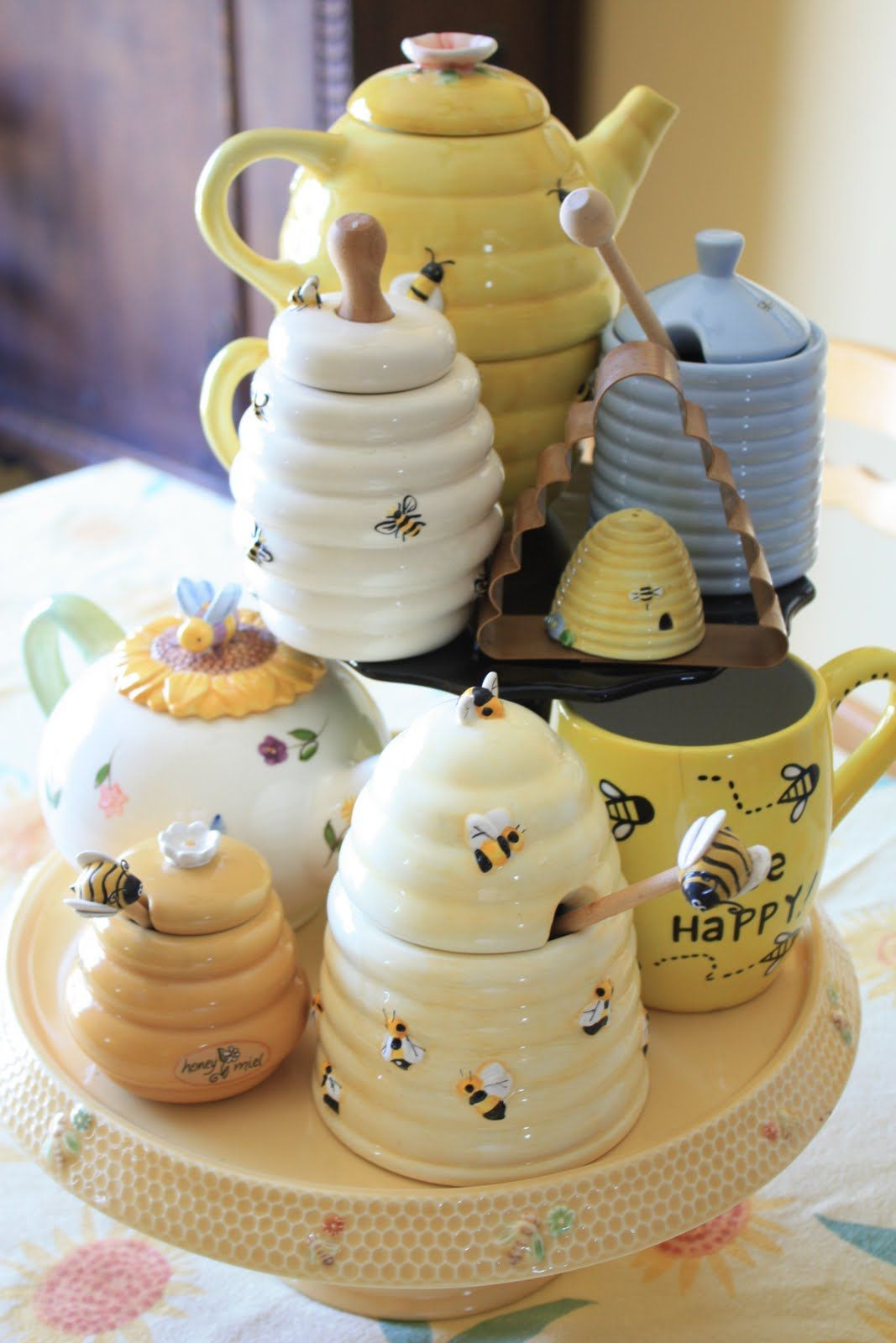 Cute bee ceramics, perfect for the tablescape of a bee themed shower! #teapots