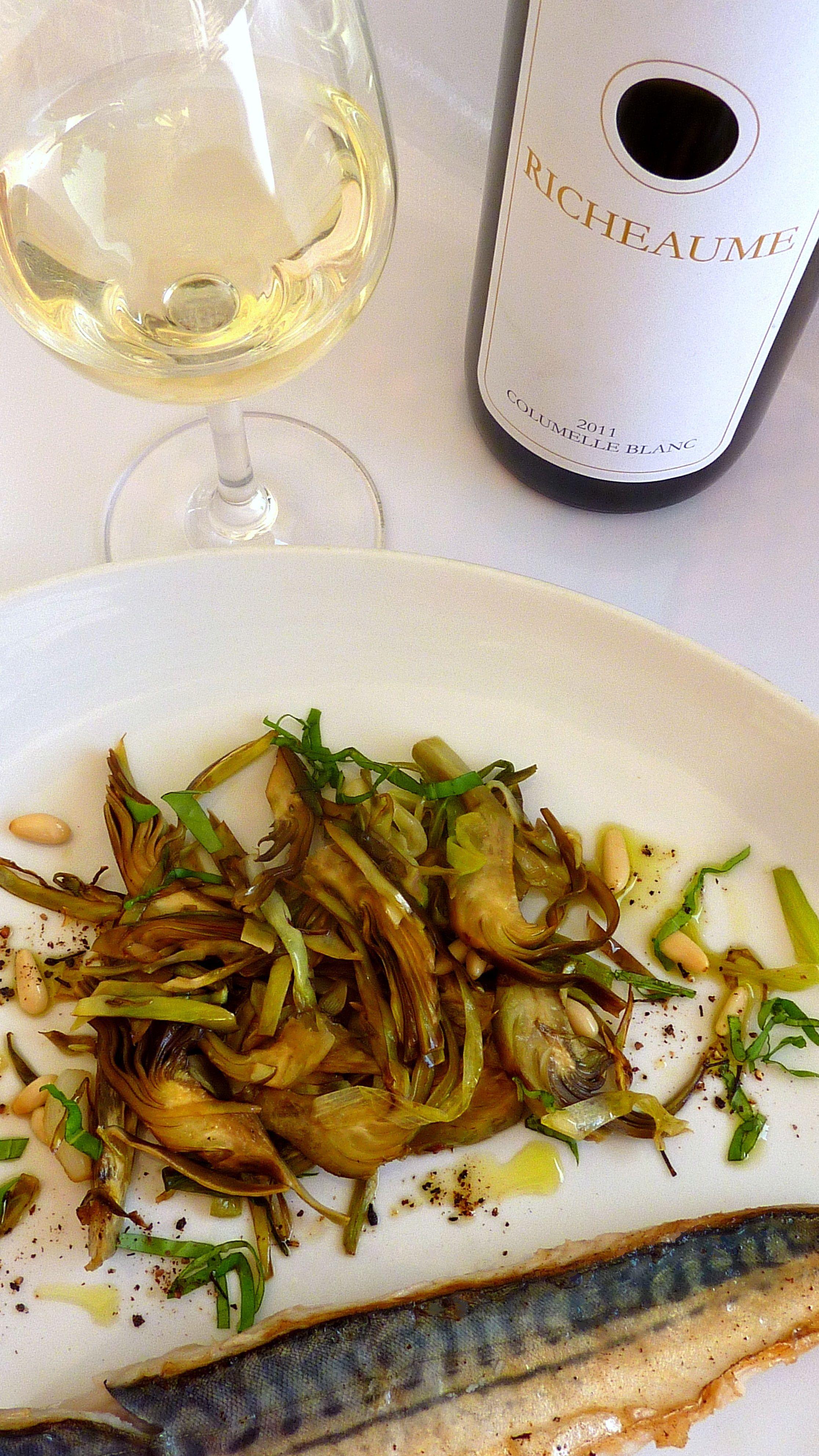 MAQUEREAUX A L'UNILATERALE, POELEE D'ARTICHAUTS A L'AIL ET POIVRE SAUVAGE www.lecomptoirdespoivres.com vin blanc cuvée Columelle du Domaine RICHEAUME
