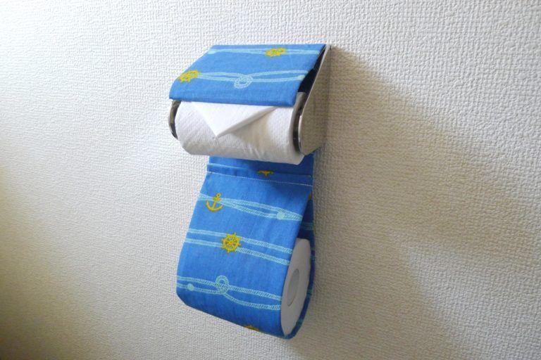 トイレットペーパーホルダーカバーが100均手ぬぐい1枚で完成 お手洗いをオシャレに ぎゅってweb トイレットペーパーホルダー 手作り トイレットペーパーホルダー 作り方 トイレットペーパーホルダー