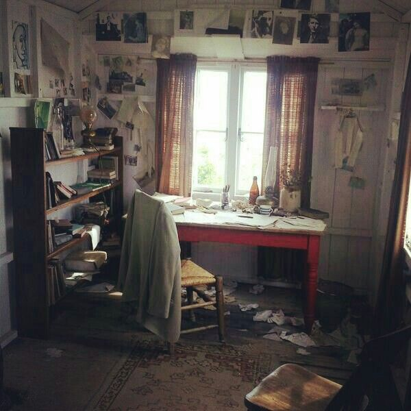 Inside the writing shed of Dylan Thomas.