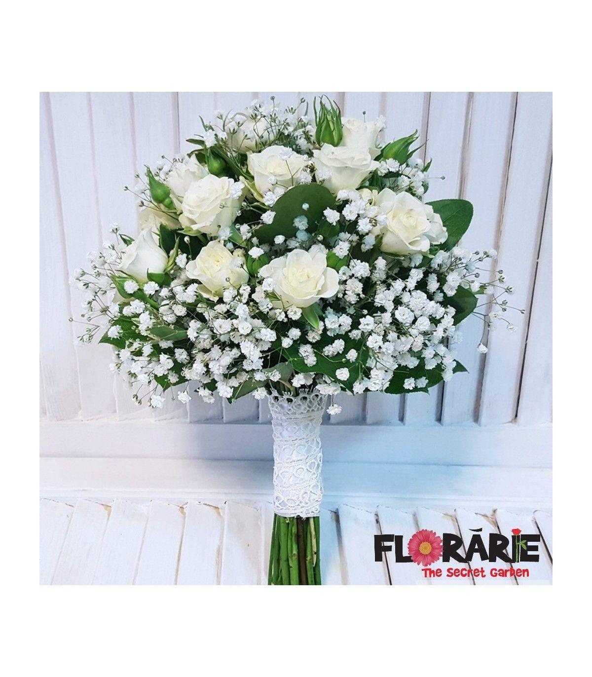 Buchet de mireasa realizat din minirose albe si floarea miresei, finisat cu ruscus. Buchetul de mireasa este accesorizat cu dantela si perlute asortate.