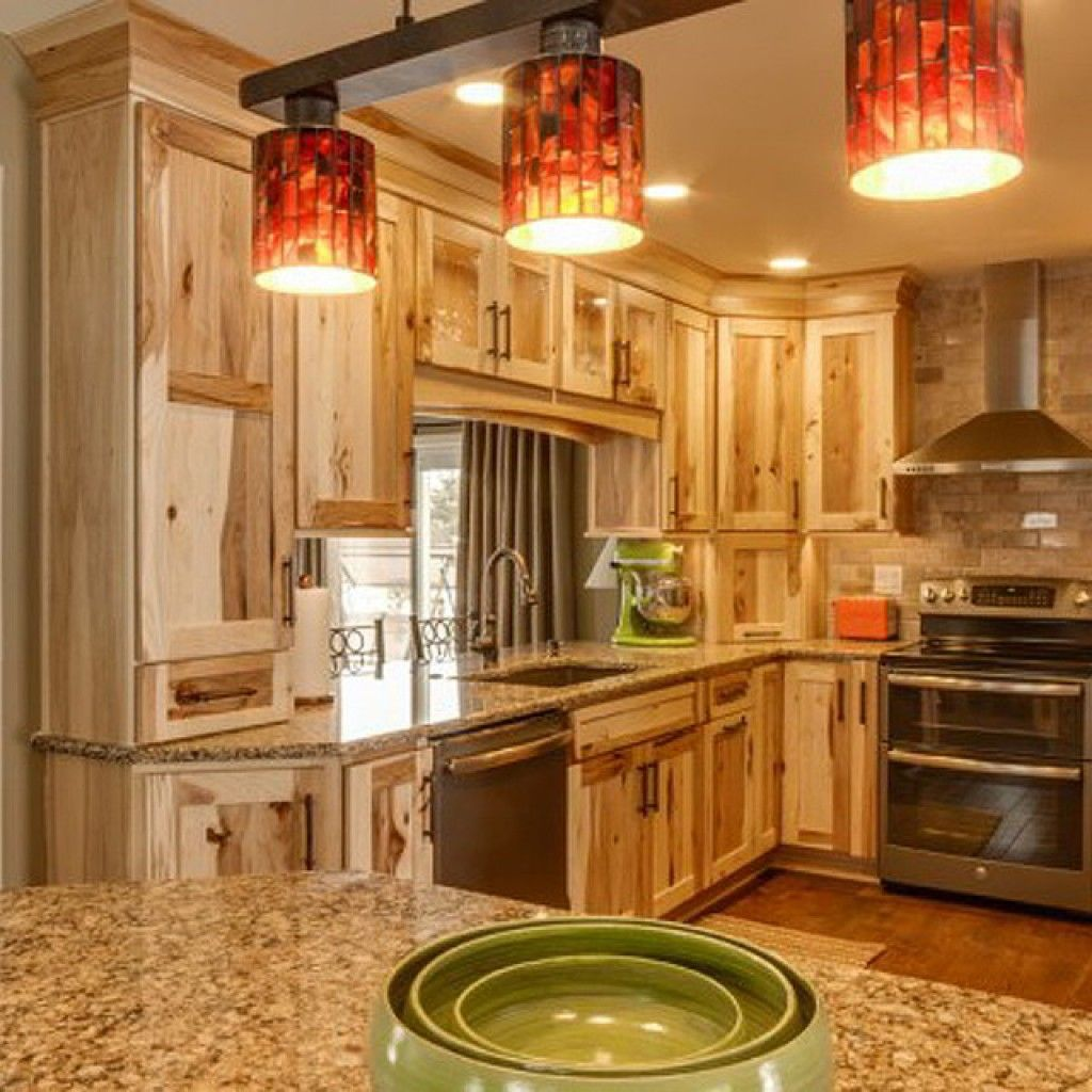 24 amazing hickory kitchen cabinets for your beautiful for Cabin kitchen backsplash ideas