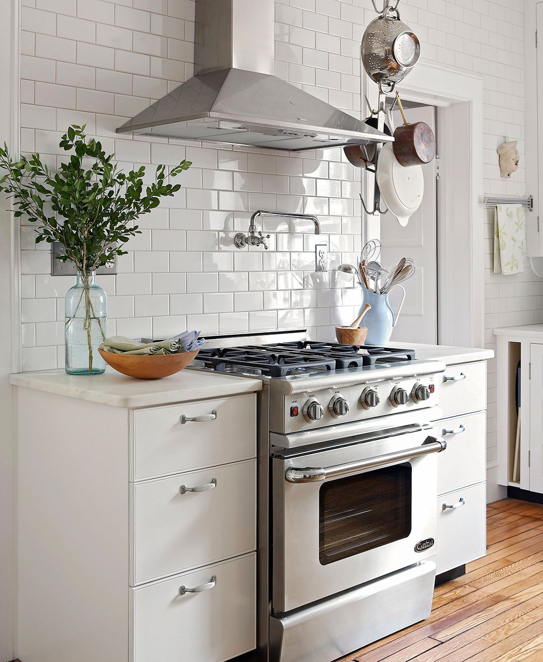 The Easiest Way To Renovate Your Kitchen: The Best Way To Clean Your Stove Top