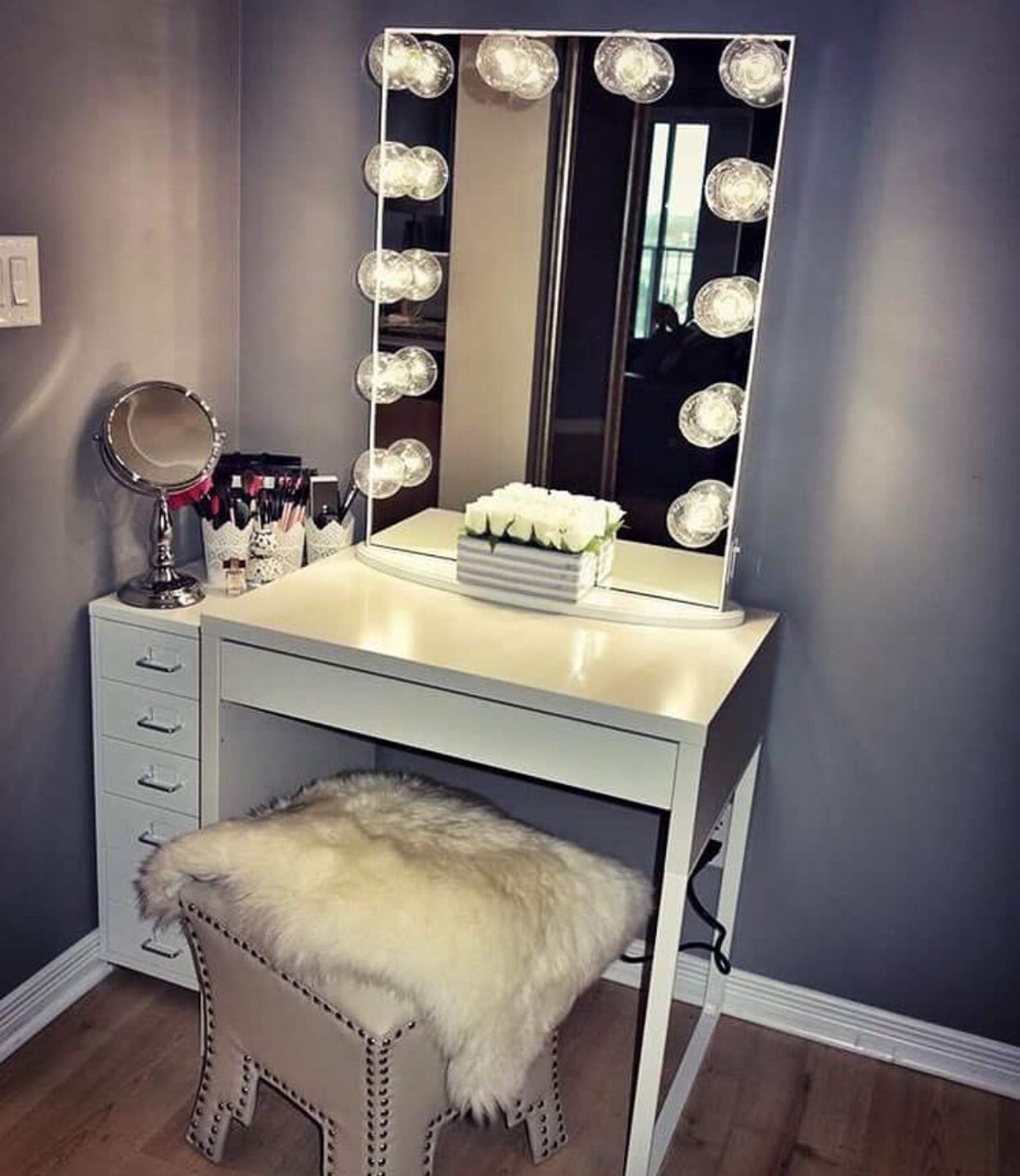 I want one of these mirrors vanity obsessed salas de - Ideas de tocadores ...