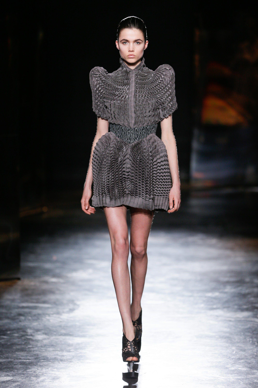 c2a450836 Iris van Herpen Fall 2016 Ready-to-Wear Fashion Show