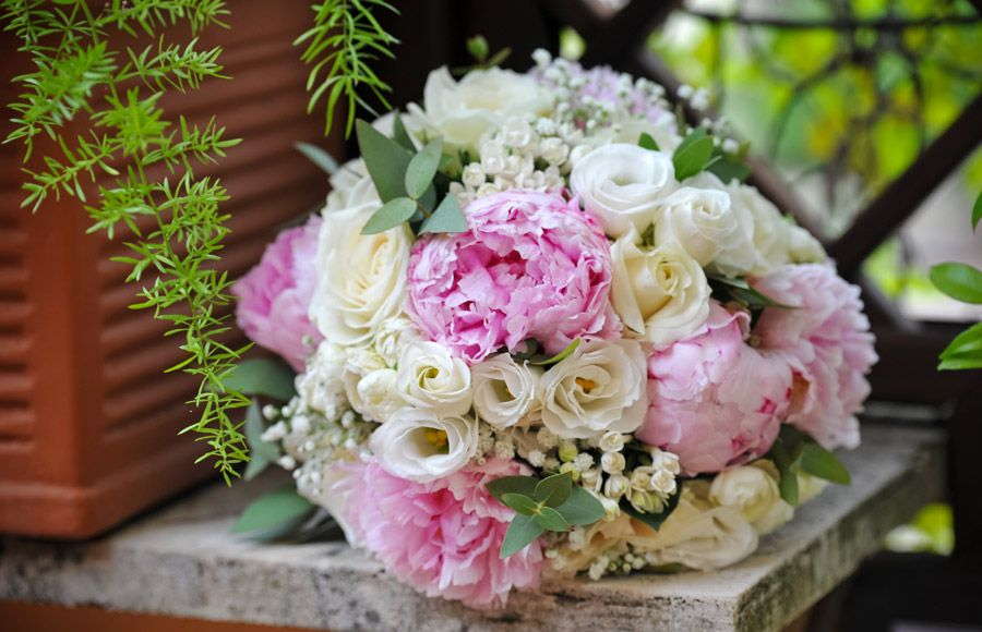 Are you searching a good florist for bridal bouquets, reception & event flower decoration for your wedding? Visit our website www.romeweddingteam.com and find the best solution.