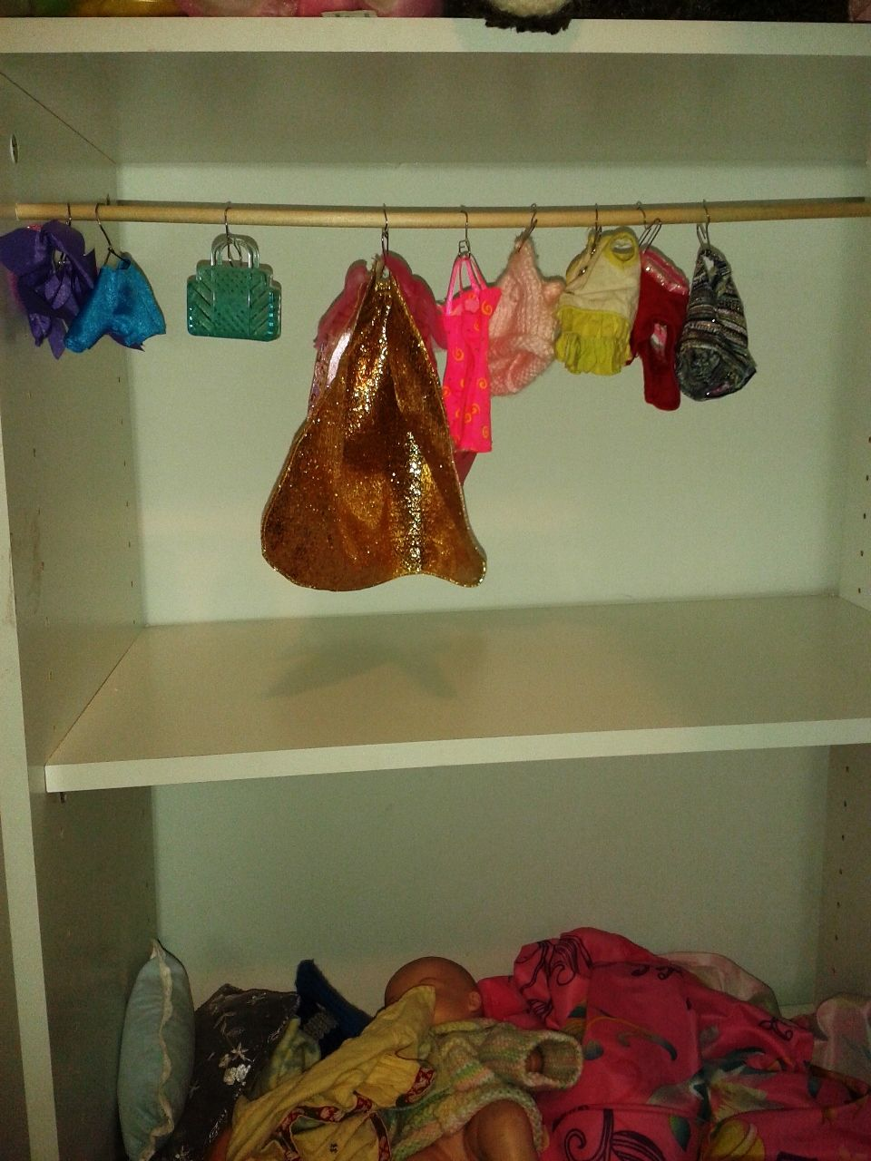 A DIY Barbie closet rod and hangers Diy barbie clothes