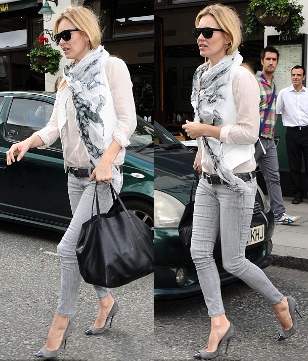 c00a8185bf0 la modella mafia Kate Moss model off duty street style in a light scarf