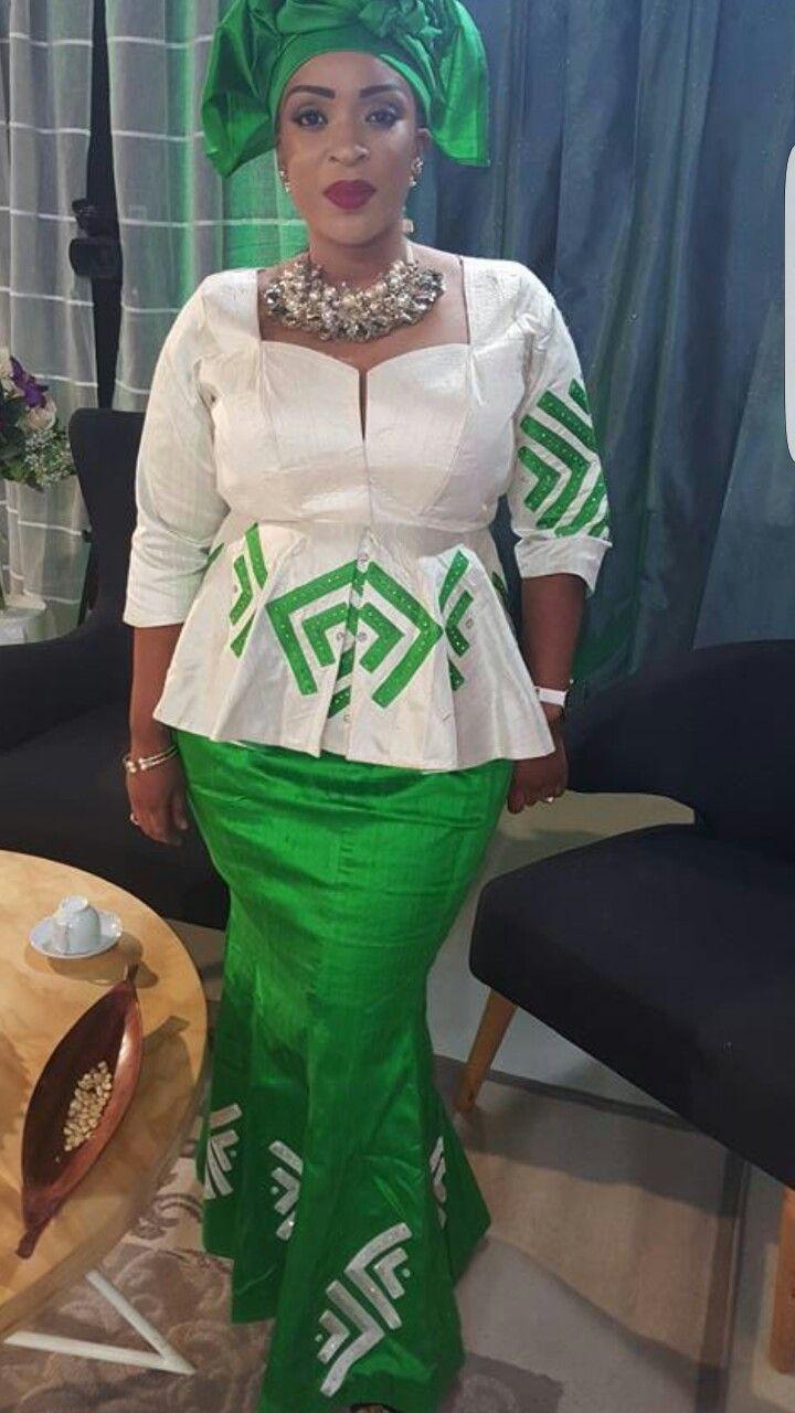 pingl par diarra sarr sur mode afrique pinterest mode africaine tenue africaine et pagne. Black Bedroom Furniture Sets. Home Design Ideas