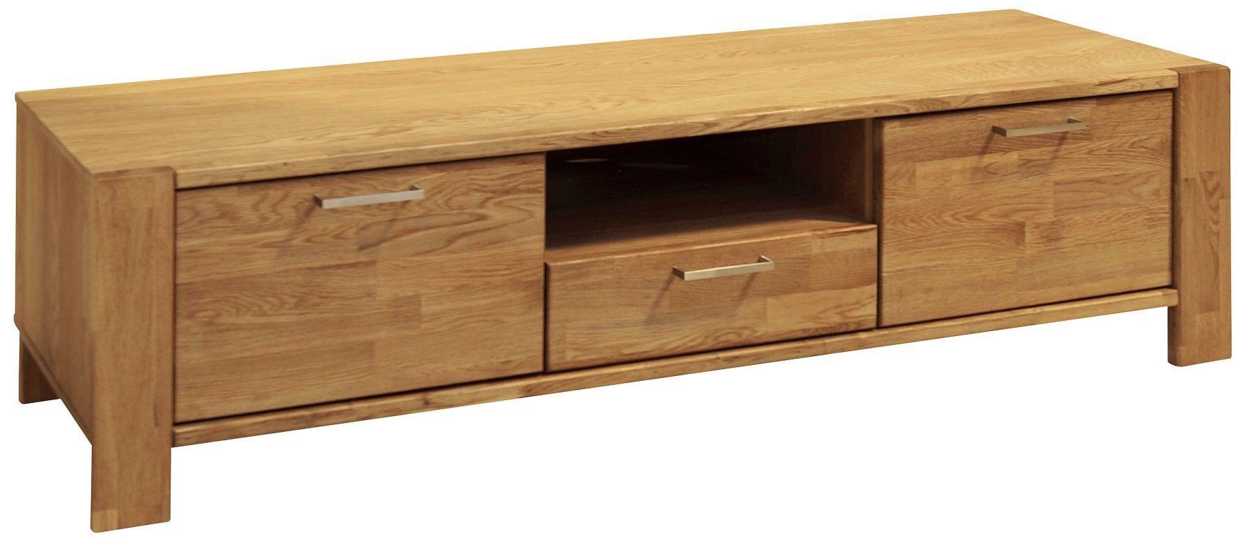 Riva+TV-benk+-+Lyst+tre+-+Riva+TV-bord+i+nordisk+design.+Bordet+er+fremstillet+af+egetræ,+som+derefter+er+olieret.+Dette+fremhæver+strukturen+i+det+smukke+træ.+TV-bordet+har+to+låger+og+en+skuffe,+som+giver+god+plads+til+opbevaring.+Der+er+forboret+hul+i+bagsiden+af+bordet,+som+gør+det+nemt+at+skjule+ledninger.+